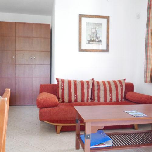 Két hálószobáls apartman tóra néző kilátással.